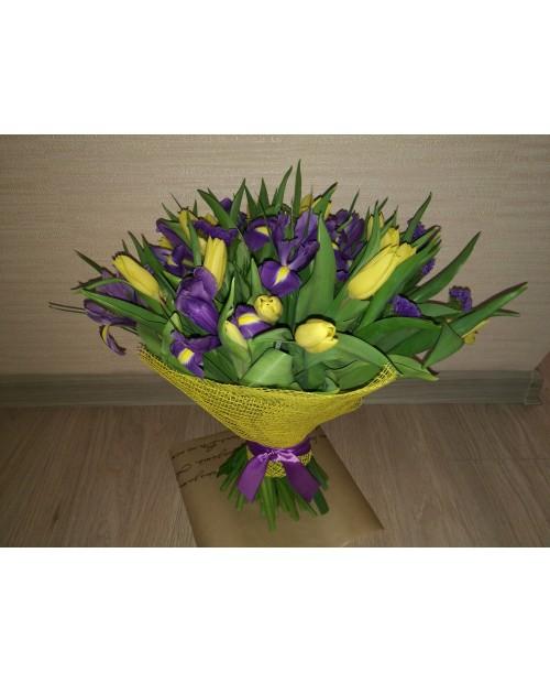 Желтые тюльпаны с ирисами
