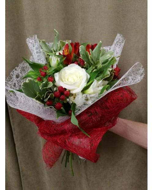 Букет белые розы с альстромерией